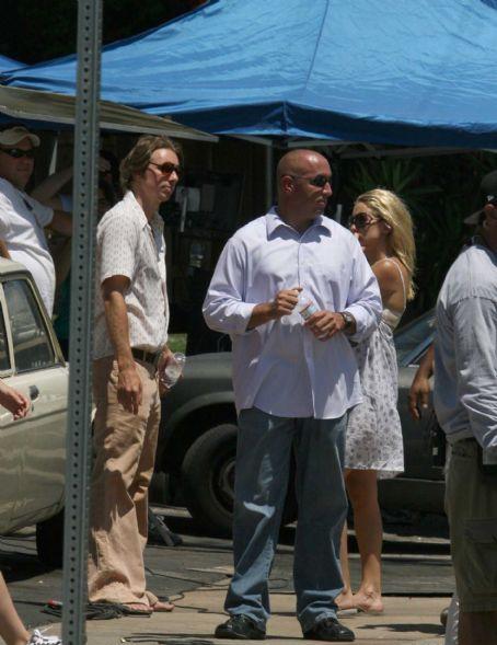 Dax Shepard  filming Cutlas, Kate Hudson directing