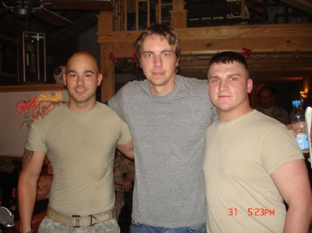 Dax Shepard  in Afghanistan with some of the troops 3/31/07