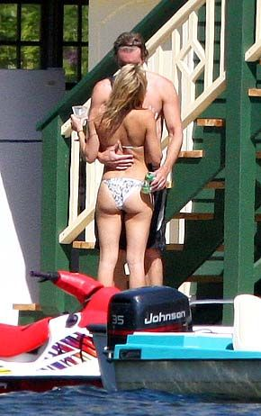 Dax Shepard  kissin on Kate Hudson in Canada Aug '07