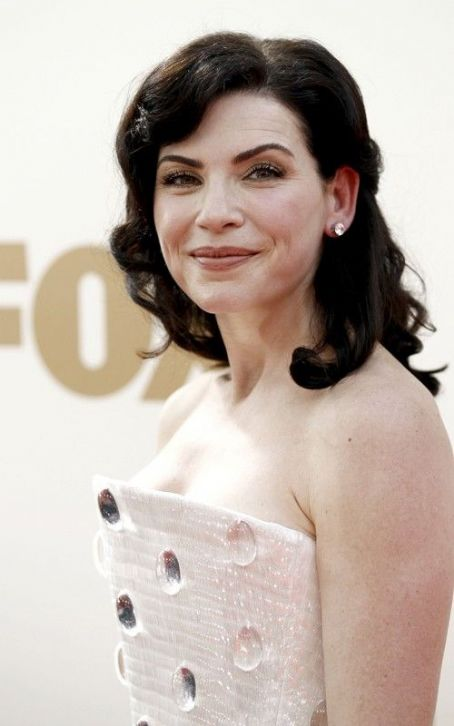 Julianna Margulies Dazzles at the 2011 Emmy Awards