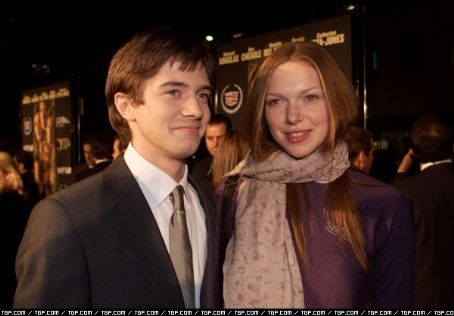 Topher Grace  and Laura Prepon
