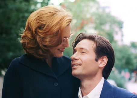 Gillian Anderson  and David Duchovny ca. 1998 in Vancouver, candid photo shooting.