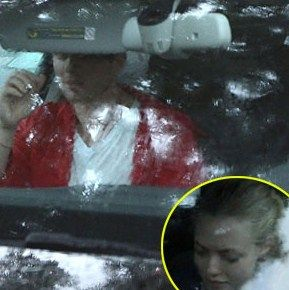 Amanda Seyfried: Christmas Shopping with Ryan Phillippe!