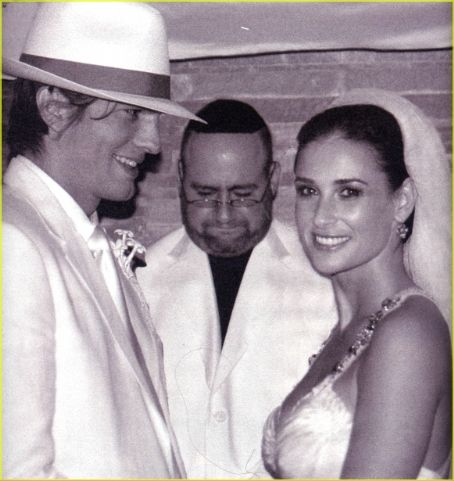 Demi Moore Ashton Kutcher and