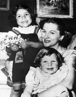 Joan Fontaine  and daughters Debbie and Martita