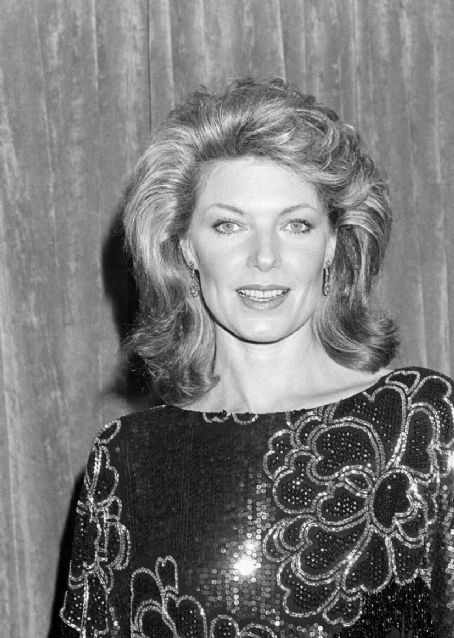 Susan Sullivan - Photos Hot