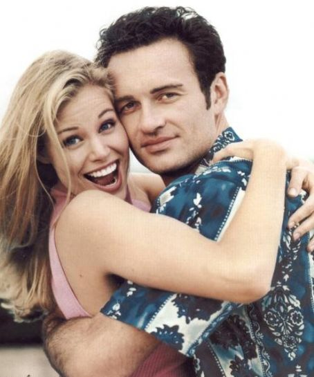 Brooke Burns  and Julian McMahon