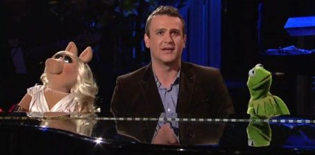 'SNL' Scorecard: Jason Segel and the Muppets Get Things Started
