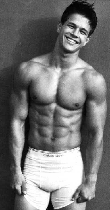 Mark Wahlberg Raise your hand in  is a hotty!