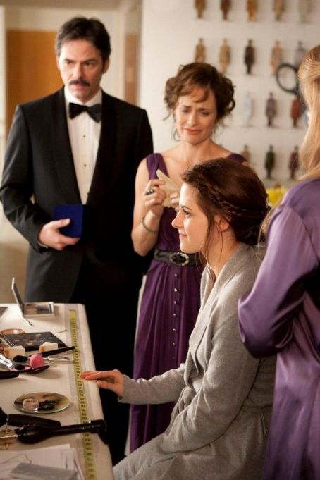 Sarah Clarke - New Breaking Dawn Part 1 Still With Bella, Charlie & Renee Before The Wedding!