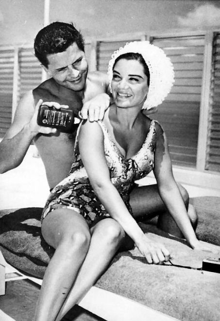 Connie Francis  and Dick Kanellis on honeymoon in Florida
