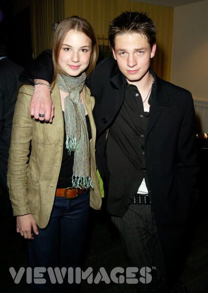 Emily VanCamp  and Gregory Smith