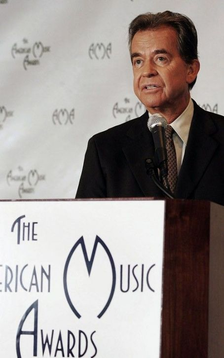 Dick Clark to Be Honored on New Year's Eve