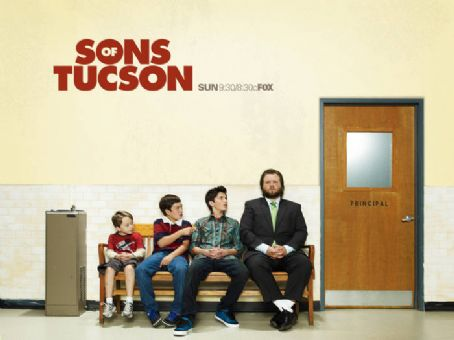 Tyler Labine - Sons of Tucson promotional photo season 1