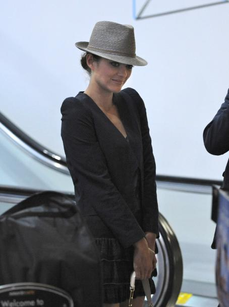 Guillaume Canet and Marion Cotillard - Marion Cotillard - Departs LAX Airport With Boyfriend Guillaume Canet - July 13, 2010