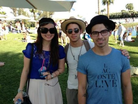 Nick Jonas - Nick & Joe Jonas COACHELLA BROS (April 13)