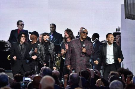 Peter Wolf, Karen O, Dave Grohl, Stevie Wonder and John Legend perform onstage with inductee Ringo Starr during the 30th Annual Rock And Roll Hall Of Fame Induction Ceremony at Public Hall on April 18, 2015 in Cleveland, Ohio.