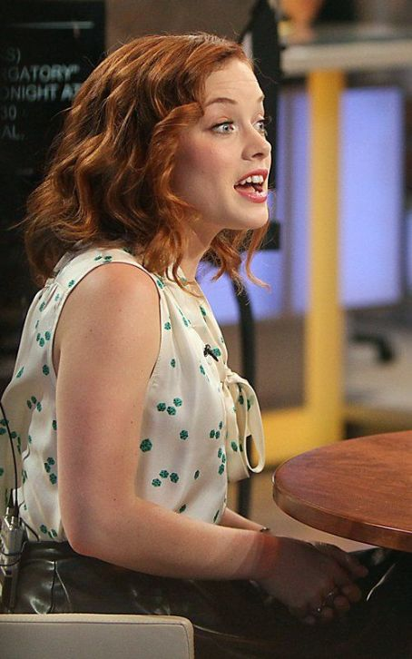 "Jane Levy  Talks ""Suburgatory"" on GMA"