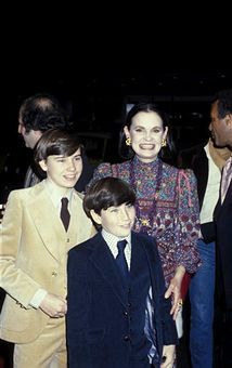 Anderson Cooper  with his mother Gloria Vanderbilt and his late older brother Carter Vanderbilt Cooper.