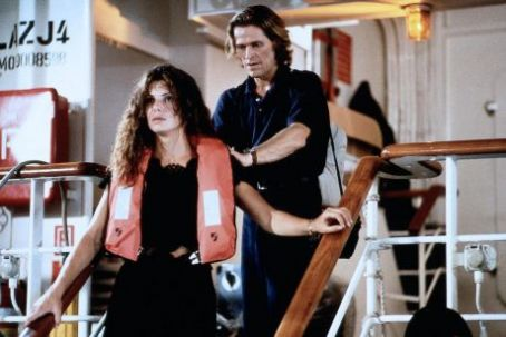 Sandra Bullock as Annie Porter and Willem Dafoe as John Geiger in Speed 2: Cruise Control (1997)