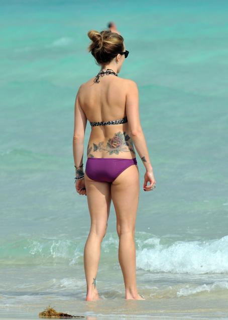 Fearne Cotton - Bikini Candid in Miami - Jan 4, 2011