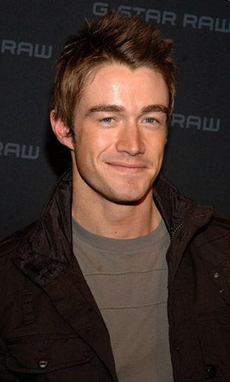 Robert Buckley casual Hottie