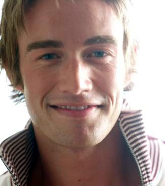 Robert Buckley  close up