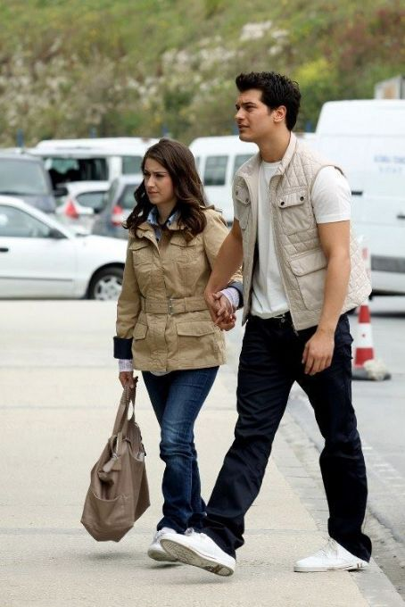 Adini feriha koydum Picture - Photo of Hazal Kaya - FanPix.