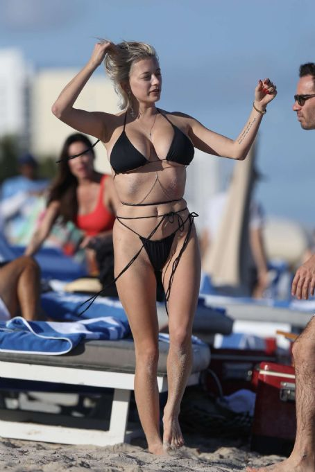 Black On Bikini Beach Miami Famousfix In Vreeland Caroline htsdrQ