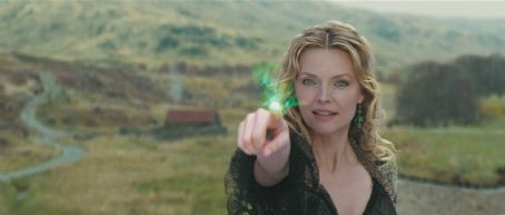"Lamia The powerful witch  (MICHELLE PFEIFFER) pursues a fallen star for her own selfish reasons in ""Stardust."" Credit: Paramount Pictures. © 2007 Paramount Pictures. All Rights Reserved."