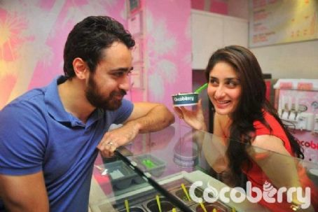 Kareena Kapoor - Kareena kapoor  and  Imran khan at cocoberry