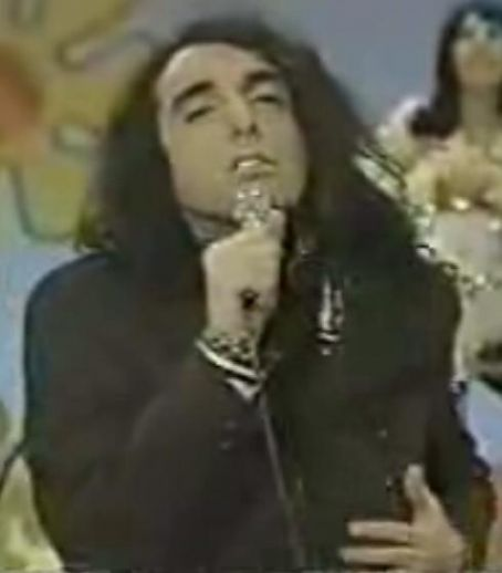 Tiny Tim  Singing