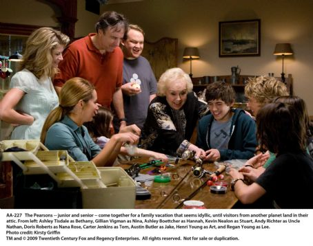 The Pearsons - from left: Ashley Tisdale as Bethany, Gillian Vigman as Nina, Ashley Boettcher as Hannah, Kevin Nealon as Stuart, Andy Richter as Uncle Nathan, Doris Roberts as Nana Rose, Carter Jenkins as Tom, Austin Butler as Jake, Henri Young as Art, an