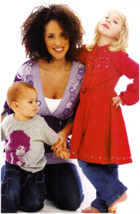 Karyn Parsons  with her Children
