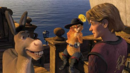 "Puss in Boots Donkey (EDDIE MURPHY) and Puss In Boots (ANTONIO BANDERAS) set sail with Artie (JUSTIN TIMBERLAKE) in DreamWorks ""Shrek the Third,"" to be released by Paramount Pictures in May 2007. DreamWorks Animation S.K.G. Presents a PDI/DreamWorks Product"