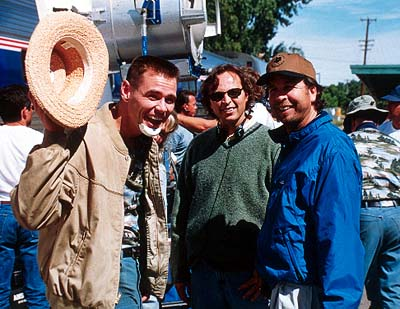 Peter Farrelly Jim Carrey with directors/co-screenwriters Bobby Farrelly and  on the set of 20th Century Fox's Me, Myself & Irene - 2000