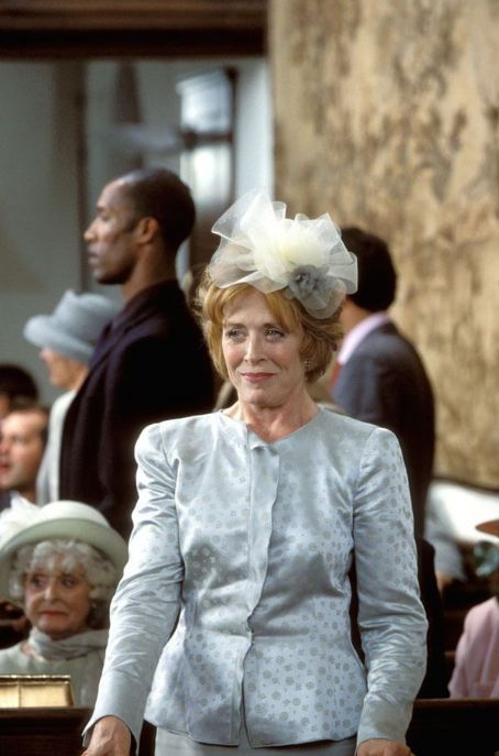 The Wedding Date - Bunny Ellis (Holland Taylor)
