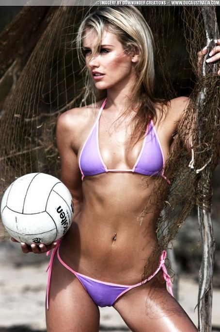 Nicky Whelan - Volley