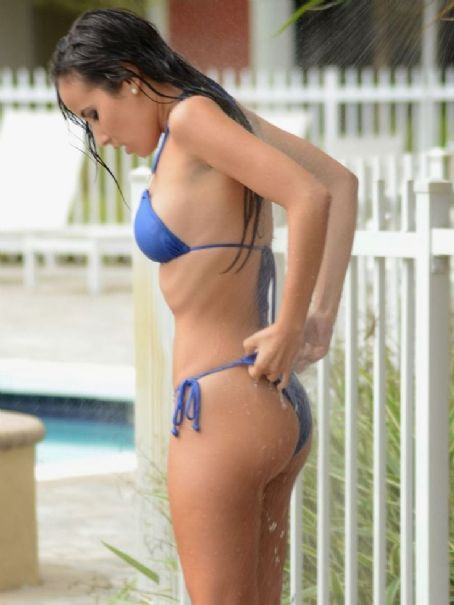 Lisa Opie  In Bikini At A Hotel Pool In Miami