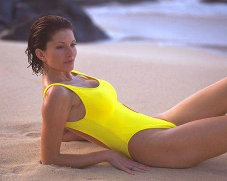 Baywatch Simmone Mackinnon in  (1999)