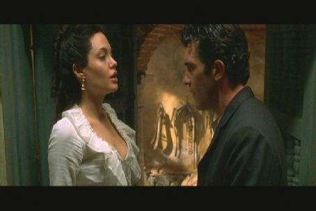 Angelina Jolie and Antonio Banderas - Antonio Banderas and Angelina Jolie in MGM's thriller movie Original Sin - 2001