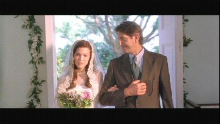 Peter Coyote Mandy Moore and  in A Walk to Remember - 2002