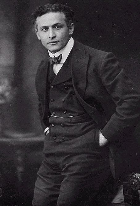 Harry Houdini - dressed sharp
