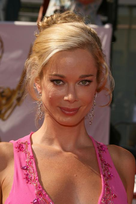 Jennifer Gareis  - 35 Annual Daytime Emmy Awards In LA - 20.06.2009
