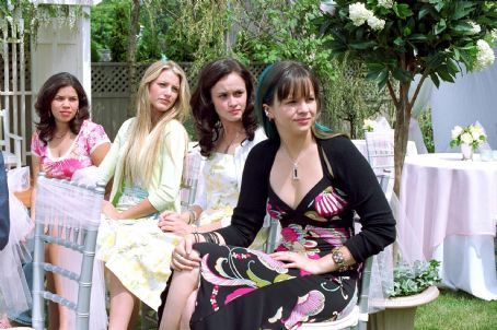 "L-r: AMERICA FERRERA, BLAKE LIVELY, ALEXIS BLEDEL and AMBER TAMBLYN star in Alcon Entertainment's drama ""The Sisterhood of the Traveling Pants,"" distributed by Warner Bros. Pictures. Photo by Diyah Pera"