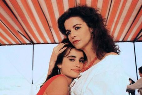 Anna Galiena  And Penelope Cruz In Jamon, Jamon