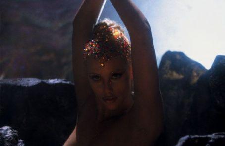 Nomi Malone Paul Verhoeven's Showgirls - 1995