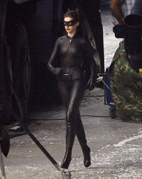 Off Set - Anne Hathaway as Selina Kyle/Catwoman in The Dark Knight Rises (2012)