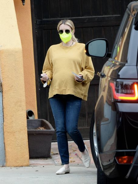 Pregnant Emma Roberts – out in Los Angeles