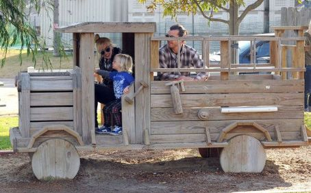 Gwen Stefani And Family Enjoying A Day At The Underwood Family Farms